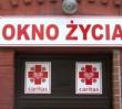 """Z Warszawy znikną """"okna życia""""? Komitet Praw Dziecka wzywa do likwidacji"""