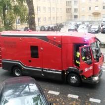 Ewakuacja w gimnazjum przy Hożej. Kilkunastu uczniów z objawami omdlenia
