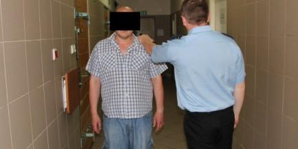 Taksówkarz wykorzystywał seksualnie swoje pasażerki, a potem je okradał!