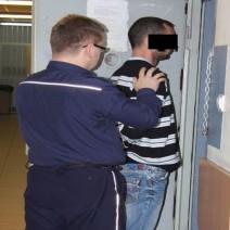 Przystawił pistolet do głowy i zażądał pieniędzy. Areszt dla 34-latka