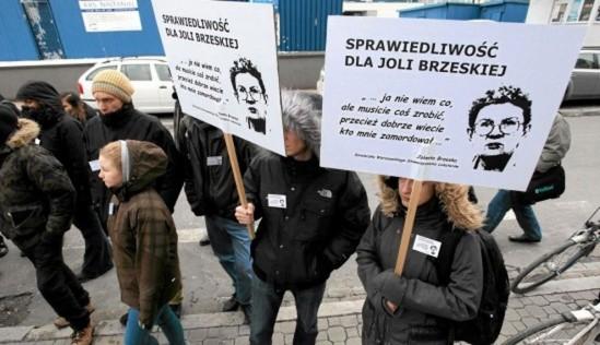 Pikieta pod prokuraturą w sprawie braku postępów w śledztwie po śmierci Jolanty Brzeskiej. Fot. Sławomir Kamiński/Agencja Gazeta