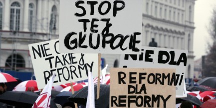 """Stop tej głupocie"", ""Zalewska na zasiłek"" Protest ZNP na zdjęciach [GALERIA]"