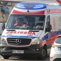 Poważny wypadek na Pradze Południe. Samochód zderzył się z dźwigiem