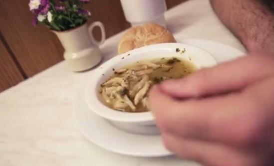 """Amerykanin testuje polską kuchnię w Warszawie. """"Kocham to jedzenie"""""""