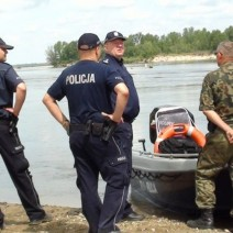 Policjanci wyłowili ciała z Wisły. Sprawę bada prokuratura
