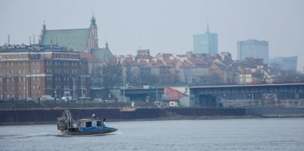 """29-latek skoczył z mostu Poniatowskiego do Wisły. """"Nie znamy jego motywów"""""""