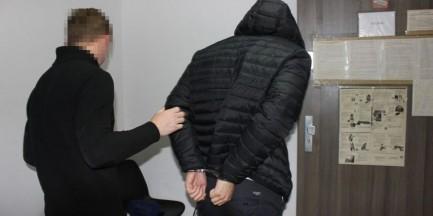 Brutalne porwanie w Warszawie. Pobili i zostawili nagiego mężczyznę w lesie