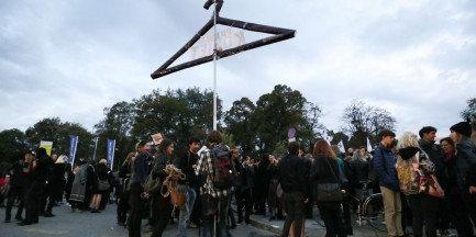 Czarny protesty przeciwko zaostrzaniu prawa aborcyjnego