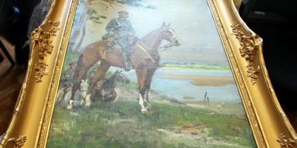 """Wielkie odkrycie stołecznych policjantów! Odzyskano skradziony obraz Kossaka """"Piłsudski na Kasztance"""" [WIDEO]"""