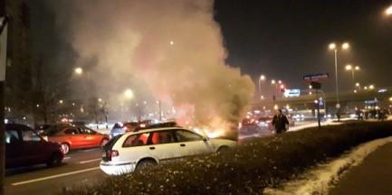 """Pożar samochodu przy rondzie Zesłańców Syberyjskich. """"Nagle zaczął płonąć silnik"""""""