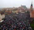 """""""Czarny Protest"""" przed domem prezesa PiS. """"Poseł Kaczyński zagląda nam do łóżek, my tylko zajrzymy mu przez płot"""""""