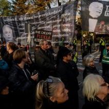 """Czarny Protest na warszawskiej """"patelni"""". """"Nie schodzimy do podziemi"""""""