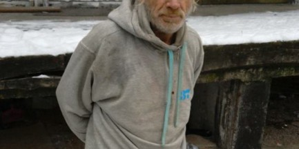 """Internauta apeluje o pomoc dla bezdomnego: """"Zadziałajcie, zmieńcie świat!"""""""