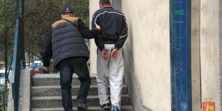 Policja zatrzymała fałszywego policjanta. Chciał wypłacić ćwierć miliona