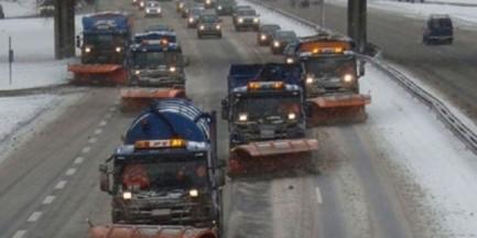 Prószy śnieg. Na ulice Warszawy wyjechały 164 posypywarki