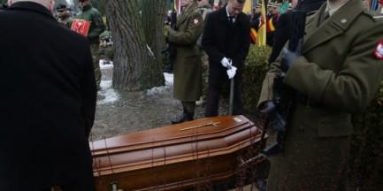 """Ostatnie pożegnanie """"Gryfa"""". Bohater Powstania spoczął na Powązkach"""