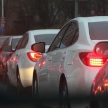 Mieszkańcy Żoliborza prowadzą śledztwo. Chcą znaleźć autora karnych naklejek dla przejezdnych