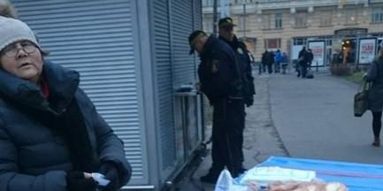 Starsza kobieta sprzedawała kanapki w centrum. Dostała mandat od straży miejskiej. Internauci oburzeni