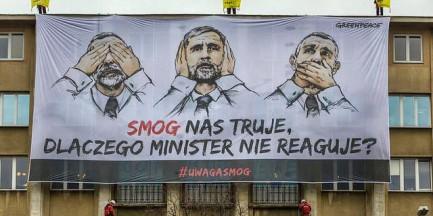"""Wielki transparent na Ministerstwie Środowiska. """"Smog nas truje"""""""