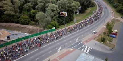 """Masa Krytyczna wraca na warszawskie ulice. """"Dla radości jeżdżenia rowerem"""""""