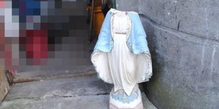 Zniszczyli kapliczkę na Pradze. Urwali głowę Maryjce [ZDJĘCIA]