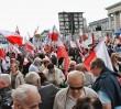 Pochód pierwszomajowy na ulicach Warszawy. Utrudnienia w komunikacji