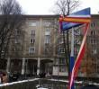 Wola: dewastacja tablicy na skwerze Bartoszewskiego. Odsłonięto ją dwa dni temu