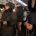"""Protest pod Teatrem Powszechnym w związku z wystawieniem sztuki pt. """"Klątwa"""", fot. Przemek Wierzchowski/Agencja Gazeta"""