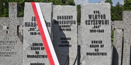 Na cmentarzu Bródnowskim odsłonięto pomnik Cichociemnych