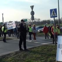 Protestują przeciwko budowie linii elektroenergetycznej. Blokady na wyjazdach z Warszawy