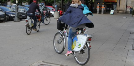 """Piesi kontra rowerzyści. """"Chodnik nie służy do jazdy. Ścieżka nie jest jego częścią"""""""
