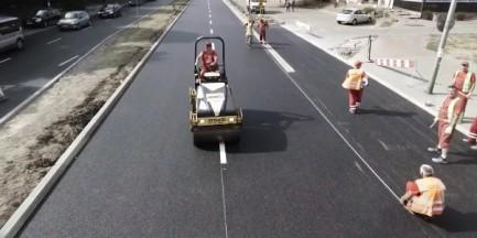 Frezowanie ulicy Bitwy Warszawskiej 1920r. Tak powstaje równy asfalt [WIDEO]