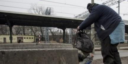 """1,5 tysiąca bezdomnych w Warszawie nie otrzymuje pomocy. """"Ciągle ich przybywa"""""""
