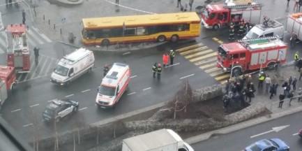 Autobus wjechał w ludzi. Przygniótł dwie osoby!