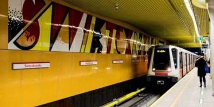 Reklamy pomiędzy grafikami Fangora w metrze? Liczy się zysk