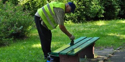 Pomalują 1,4 tys. ławek w miejskich parkach!