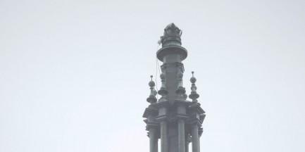 Nawałnica zerwała krzyż z wieży kościoła przy pl. Zbawiciela