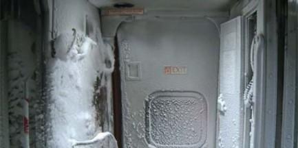 Śnieżyca w pierwszej klasie Intercity na trasie Warszawa-Kraków