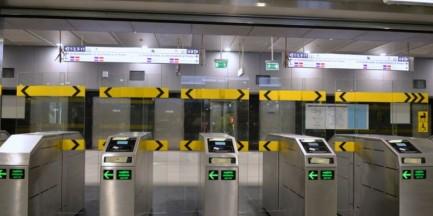 Bramki na II linii metra – jak z nich korzystać