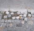 Luźna kostka brukowa na trasie Marszu Niepodległości