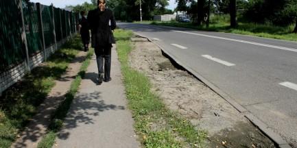 Tak stołeczni drogowcy remontują chodniki
