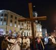 """Kard. Nycz podczas Drogi Krzyżowej: """"Nie sposób wymienić tych wszystkich, którzy pukają do bram Europy i czekają na miłosierdzie"""""""